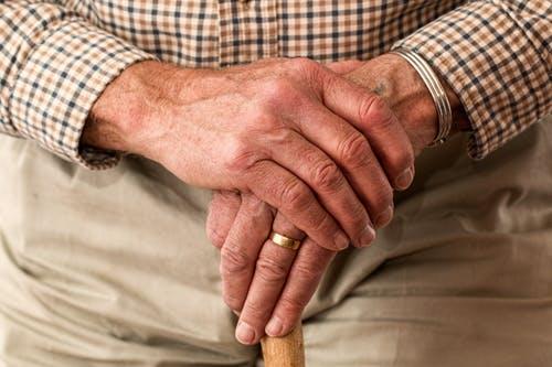 Comment réaménager votre maison pour y accueillir votre grand-père