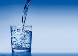 Boire de l'eau : quelle est son importance?